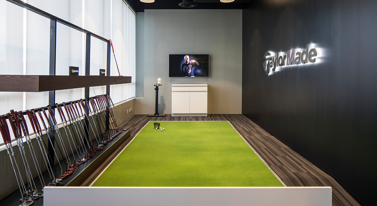 TaylorMade golf room
