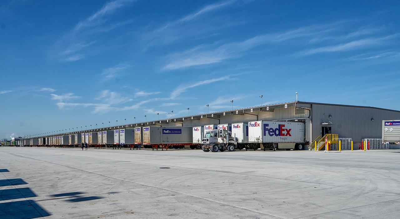 Fedex Freight truck bays