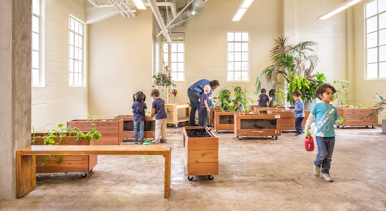 Le Port Montessori gardening room
