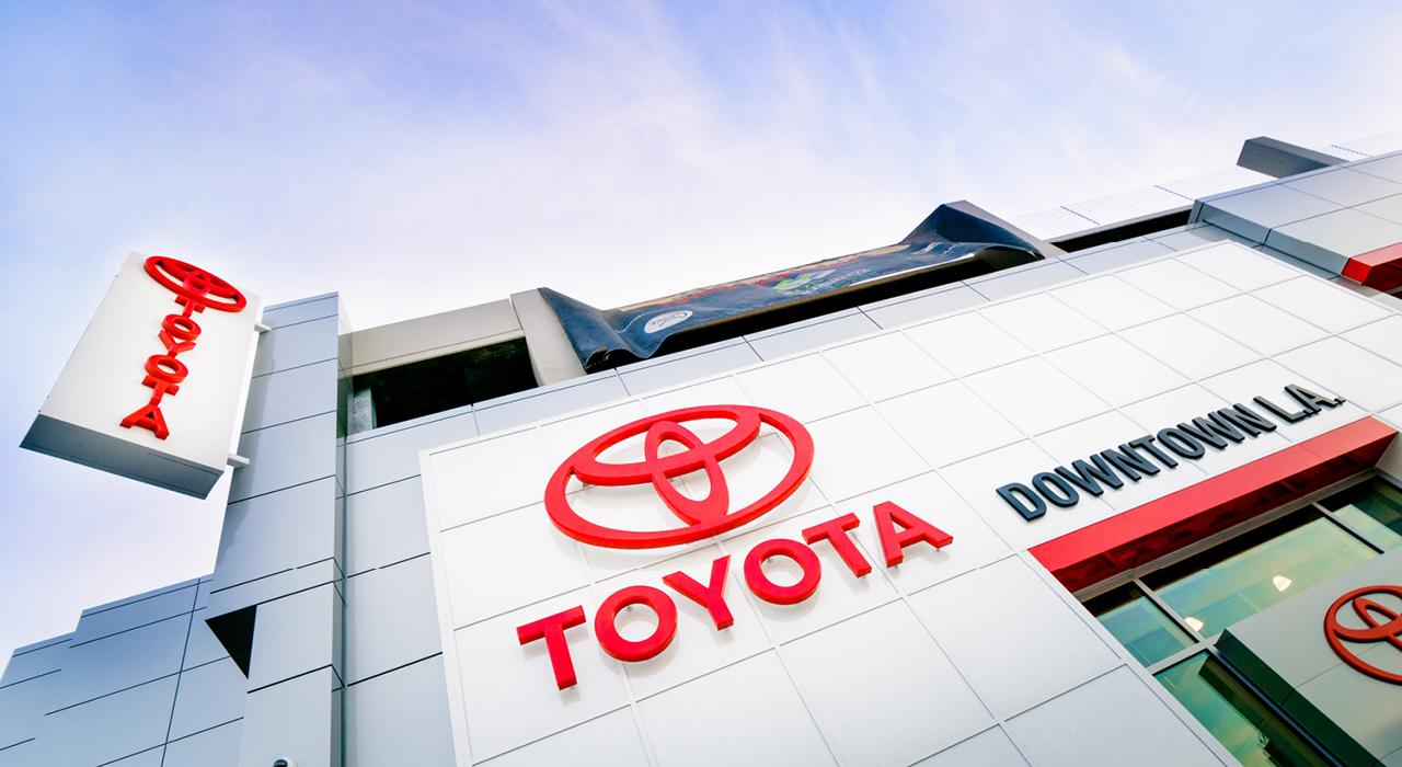 Toyota exterior signage